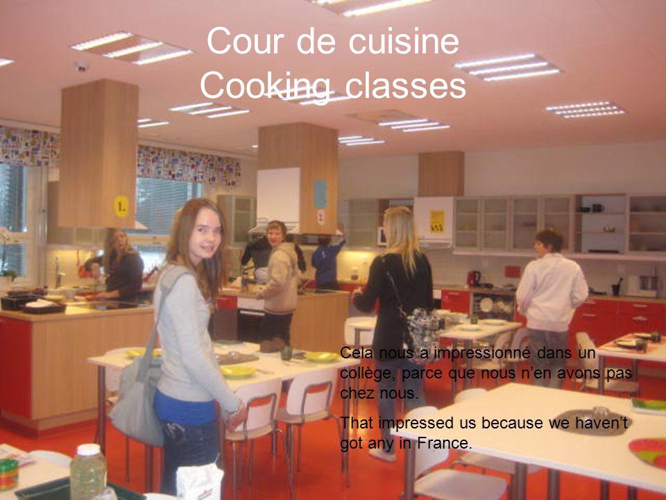Cour de cuisine Cooking classes Cela nous a impressionné dans un collège, parce que nous n'en avons pas chez nous.