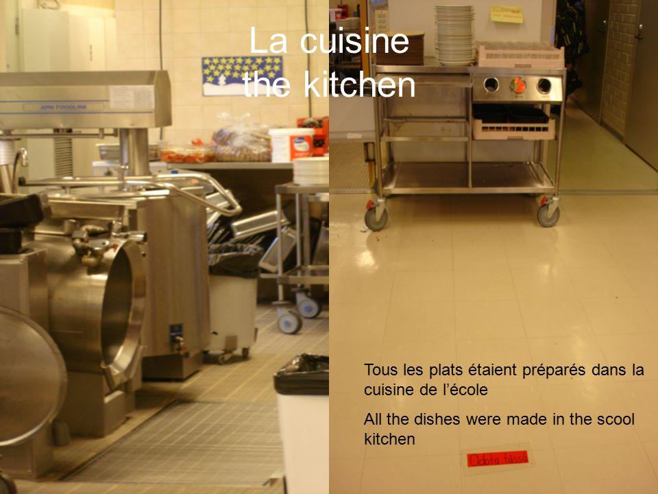 La cuisine the kitchen Tous les plats étaient préparés dans la cuisine de l'école All the dishes were made in the scool kitchen