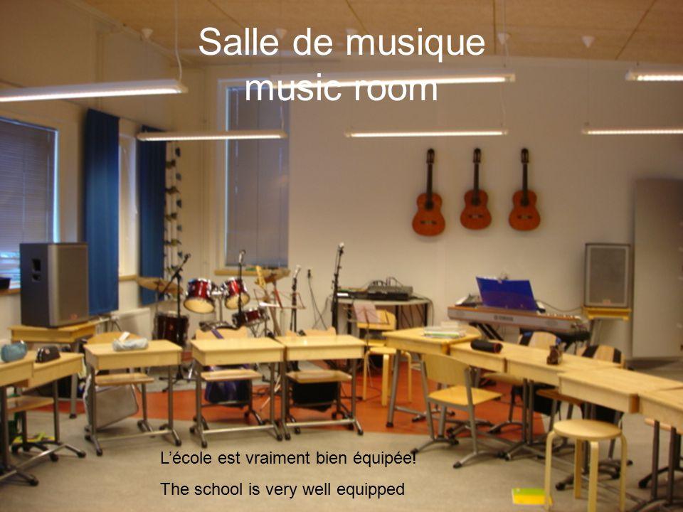 Salle de musique music room L'école est vraiment bien équipée! The school is very well equipped