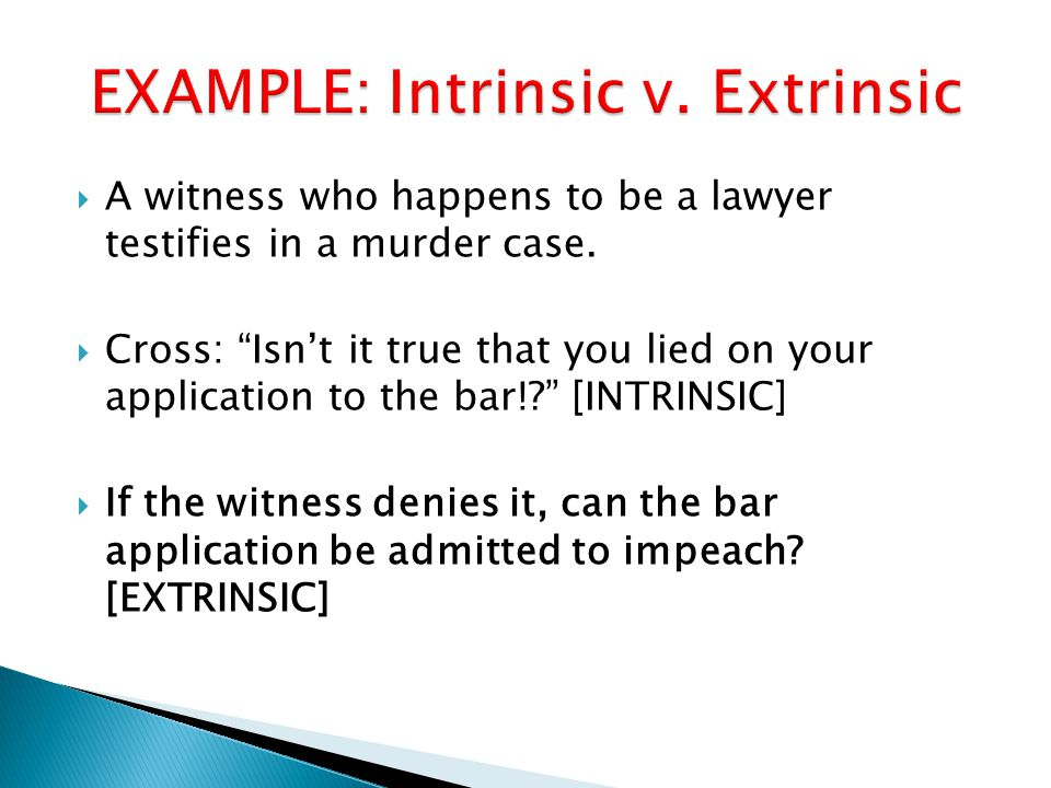  A witness who happens to be a lawyer testifies in a murder case.