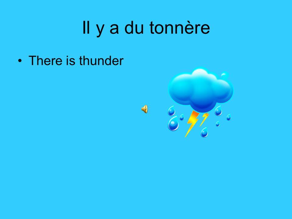 Il y a un orage There's a storm.