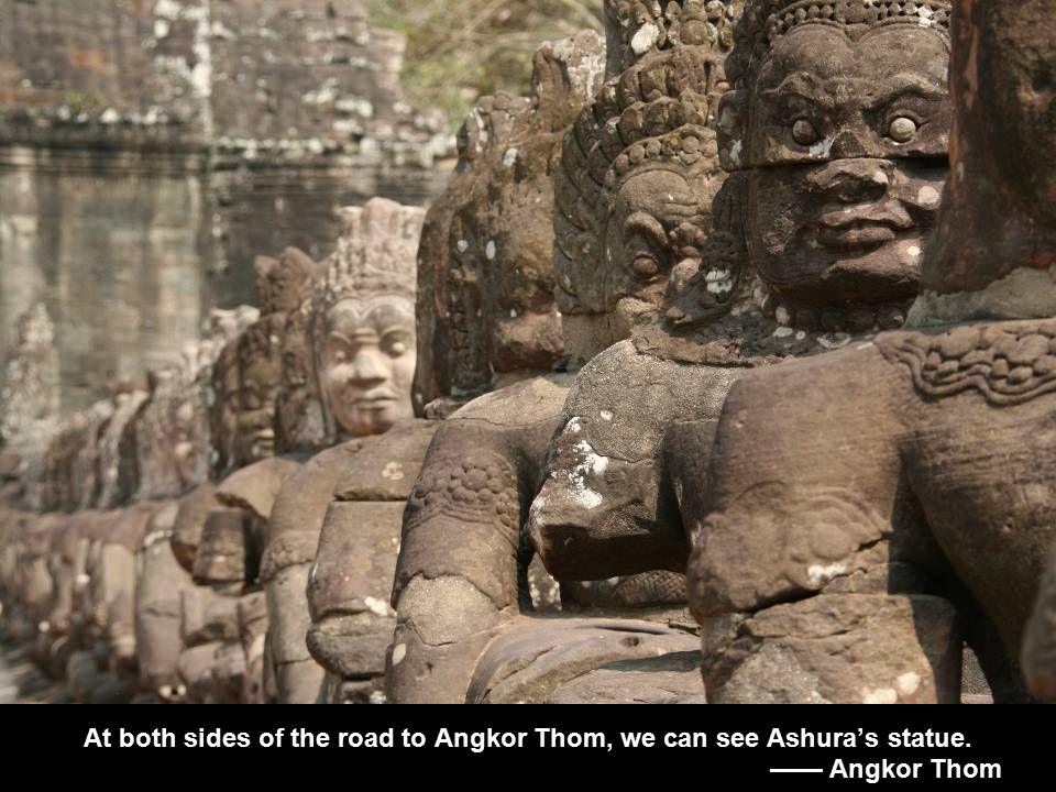 At both sides of the road to Angkor Thom, we can see Ashura's statue. —— Angkor Thom