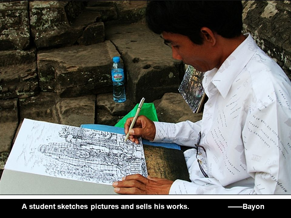 A student sketches pictures and sells his works. ——Bayon