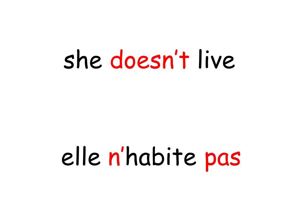elle n'habite pas she doesn't live