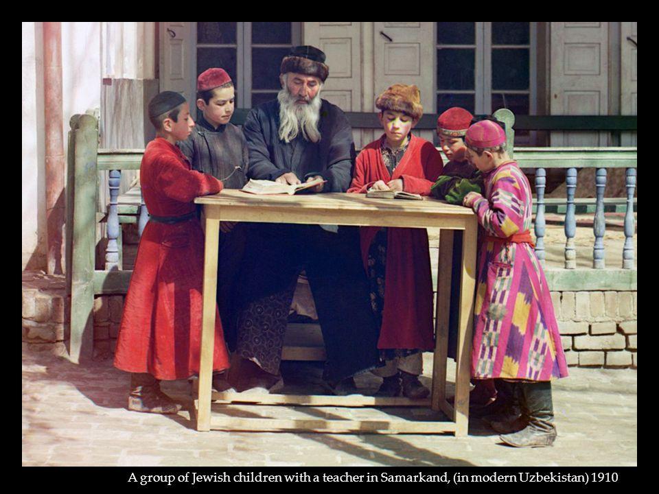 A group of Jewish children with a teacher in Samarkand, (in modern Uzbekistan) 1910
