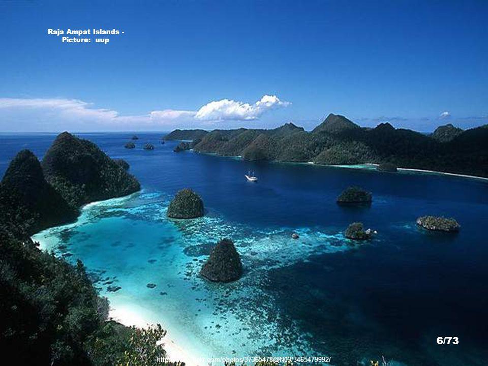 Wayag Lagoon - Picture: Patrick Nilsson http://travels.patrik.com/ra/ 16/73
