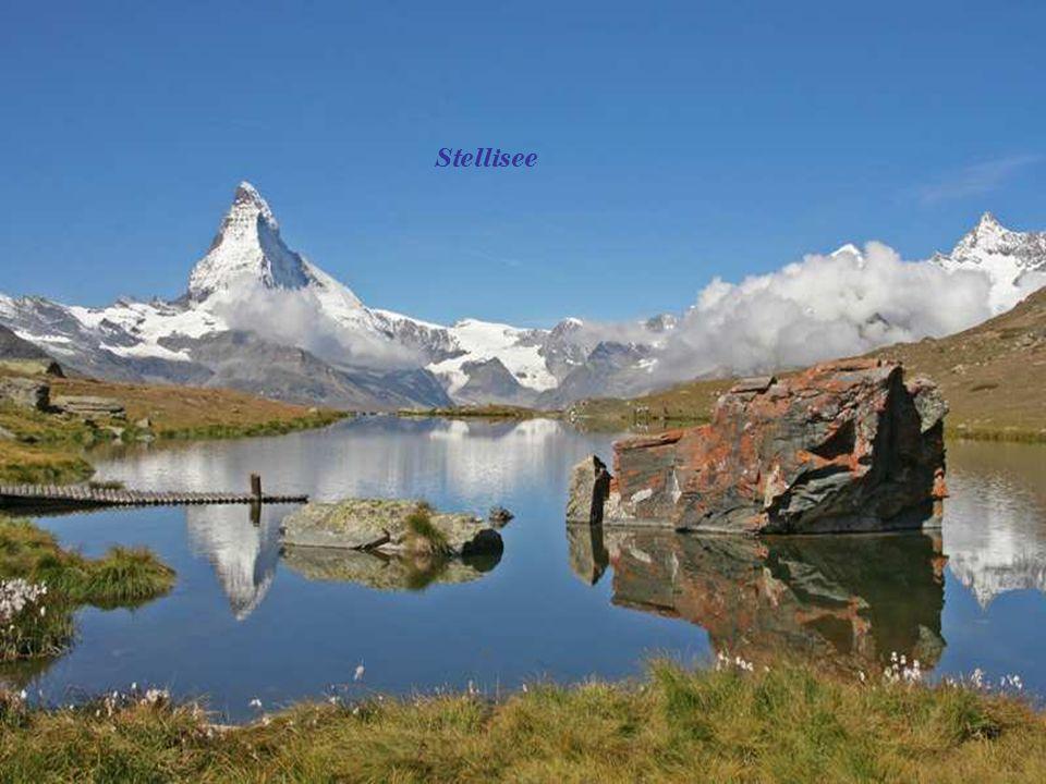 Fluhlalp menedékház 2616 m. Stellisee 2583 m. Zermatt a magasból