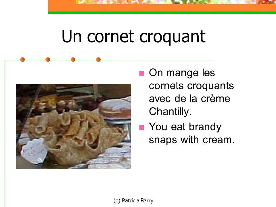 (c) Patricia Barry Un cornet croquant On mange les cornets croquants avec de la crème Chantilly.
