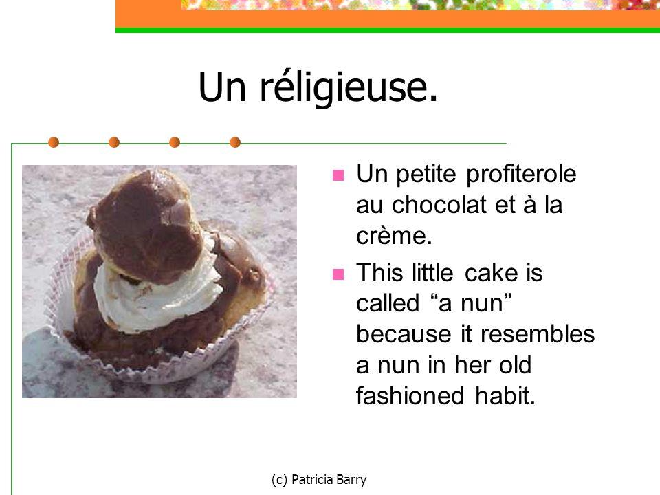 (c) Patricia Barry Un réligieuse. Un petite profiterole au chocolat et à la crème.