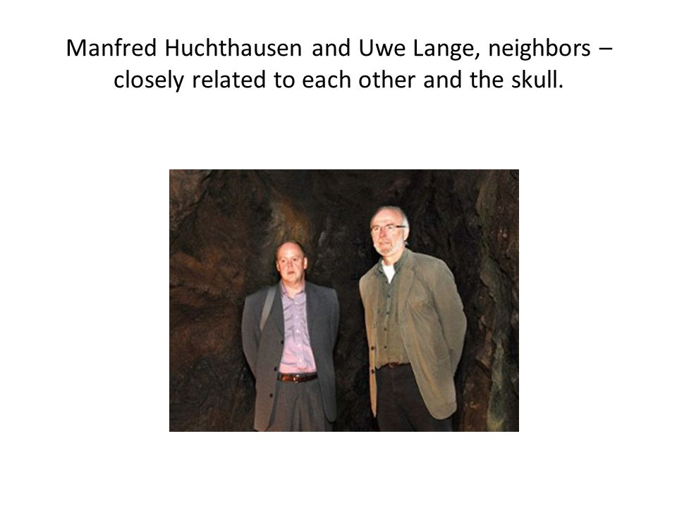 Manfred Huchthausen and Uwe Lange, neighbors – closely related to each other and the skull.