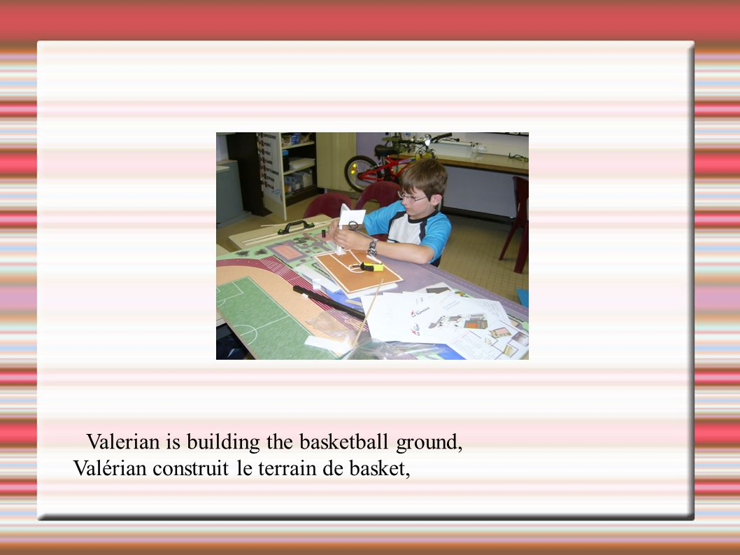 Valerian is building the basketball ground, Valérian construit le terrain de basket,