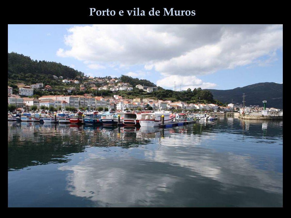 Porto e vila de Muros