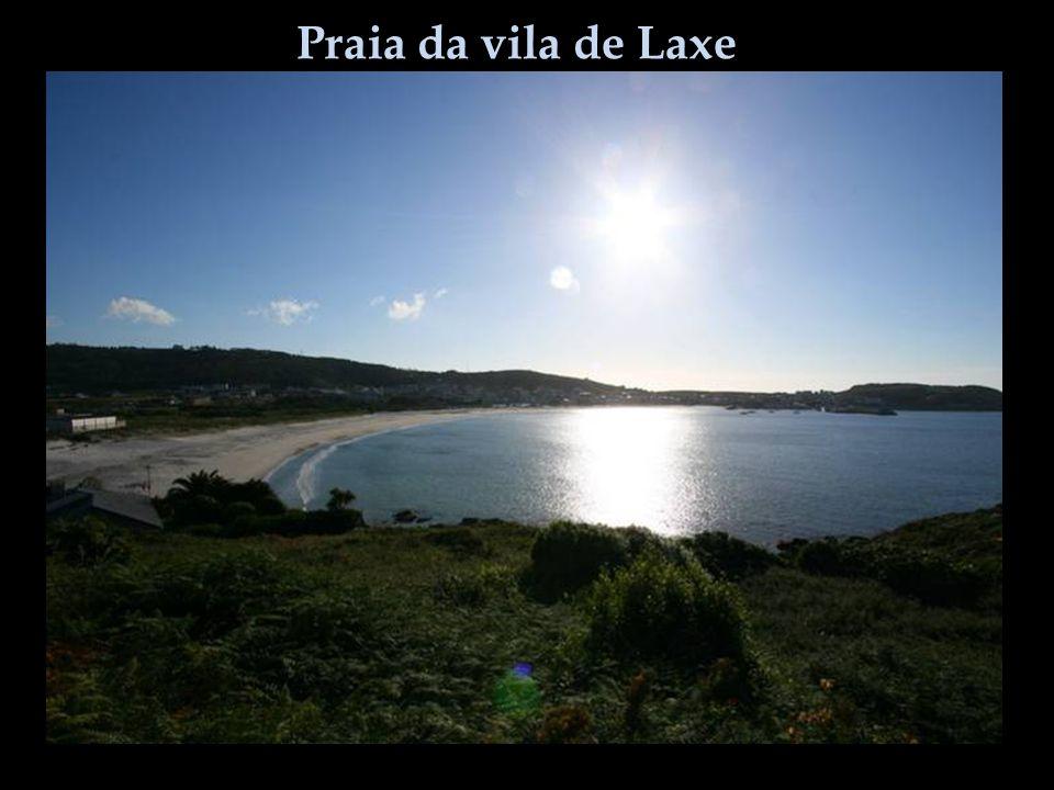 Praia da vila de Laxe