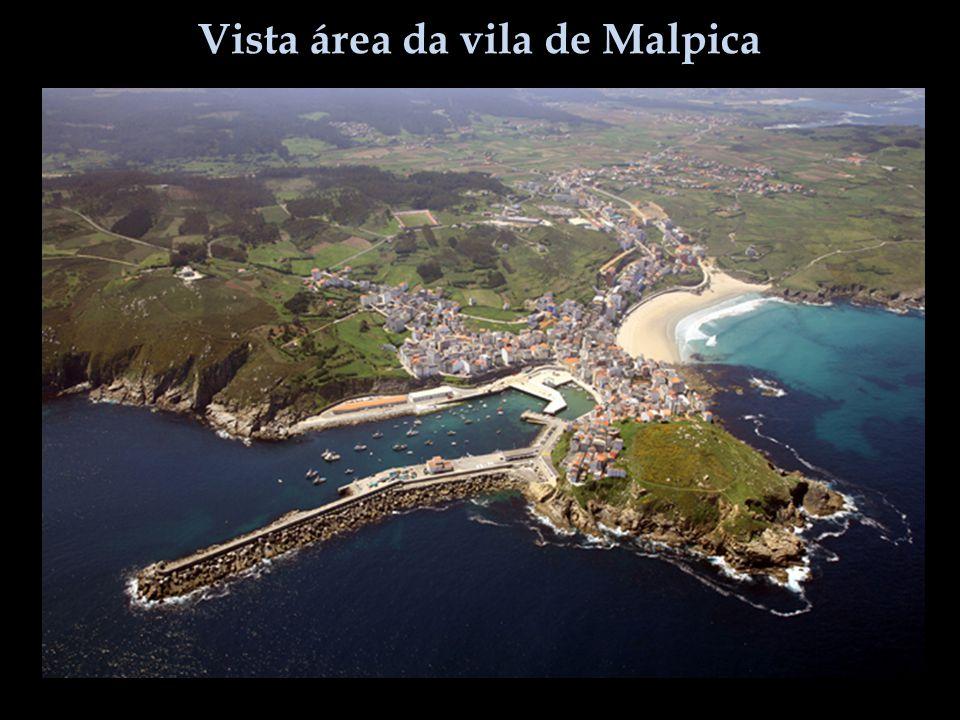Vista área da vila de Malpica