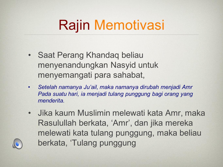 Rajin Memotivasi Saat Perang Khandaq beliau menyenandungkan Nasyid untuk menyemangati para sahabat, Setelah namanya Ju'ail, maka namanya dirubah menjadi Amr Pada suatu hari, ia menjadi tulang punggung bagi orang yang menderita.