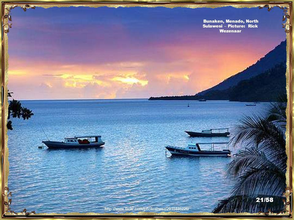 http://commons.wikimedia.org/wiki/File:Bunaken01.JPG L île de Bunaken vue de l île de Manado Tua, North Sulawesi - Picture: Btv70 20/58