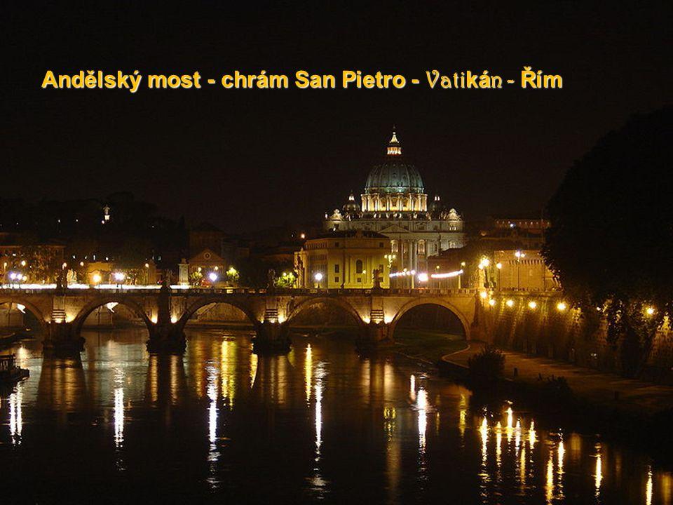 Piazza di San Pietro Vatikán - Ř Ř Ř Řím - - - - Itálie