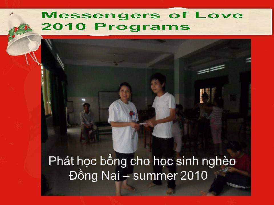 Phát học bổng cho học sinh nghèo Đồng Nai – summer 2010