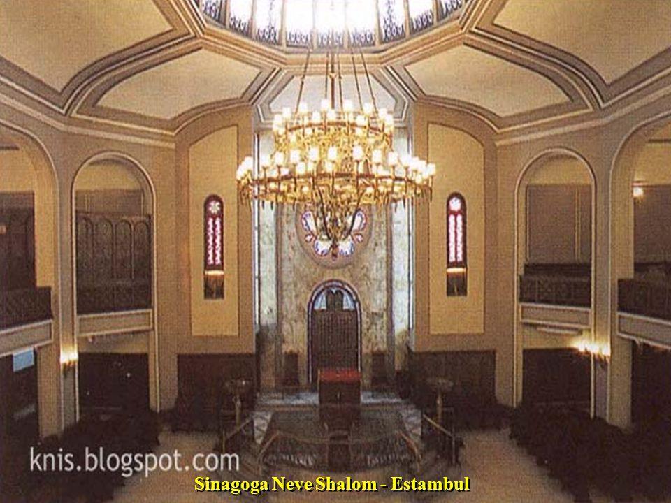 Sinagoga en Novi Sad - Serbia.