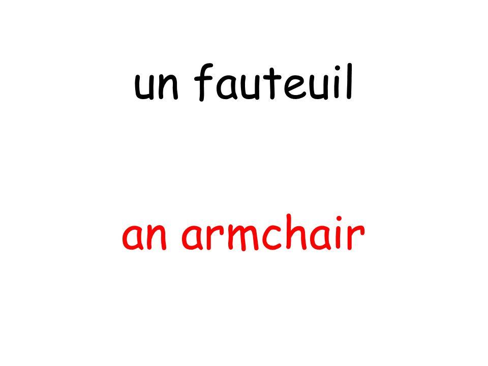 an armchair un fauteuil