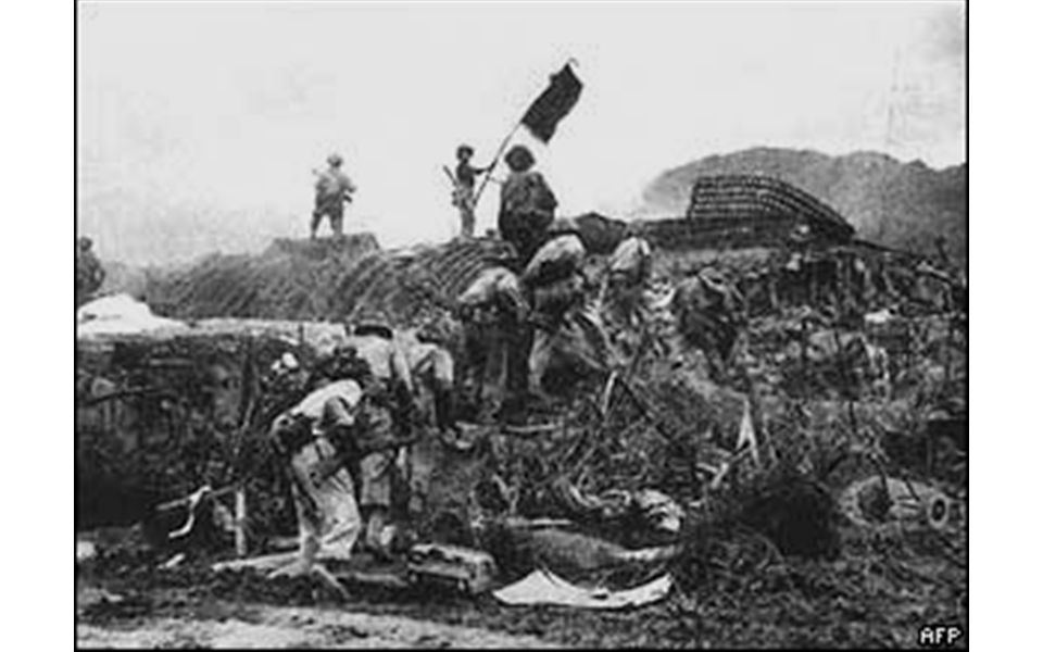 Fighting in the jungle US had superior weapons, but jungle was very tough to fight in –No front line of advance – attacks were hit and run everywhere –Booby traps & land mines –Jungle weather –Ridiculous insects