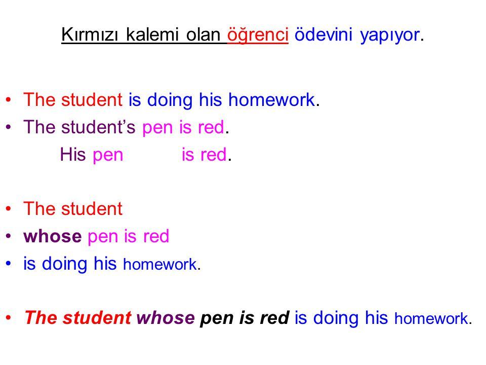 Kırmızı kalemi olan öğrenci ödevini yapıyor. The student is doing his homework. The student's pen is red. His pen is red. The student whose pen is red