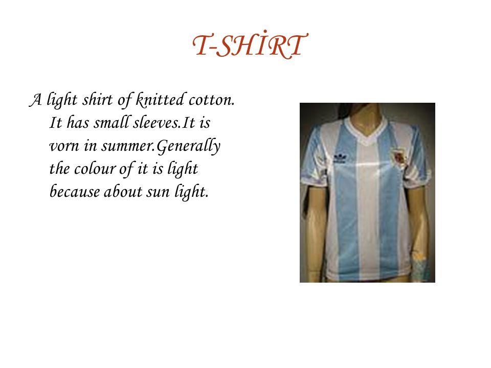 T-SHİRT A light shirt of knitted cotton.