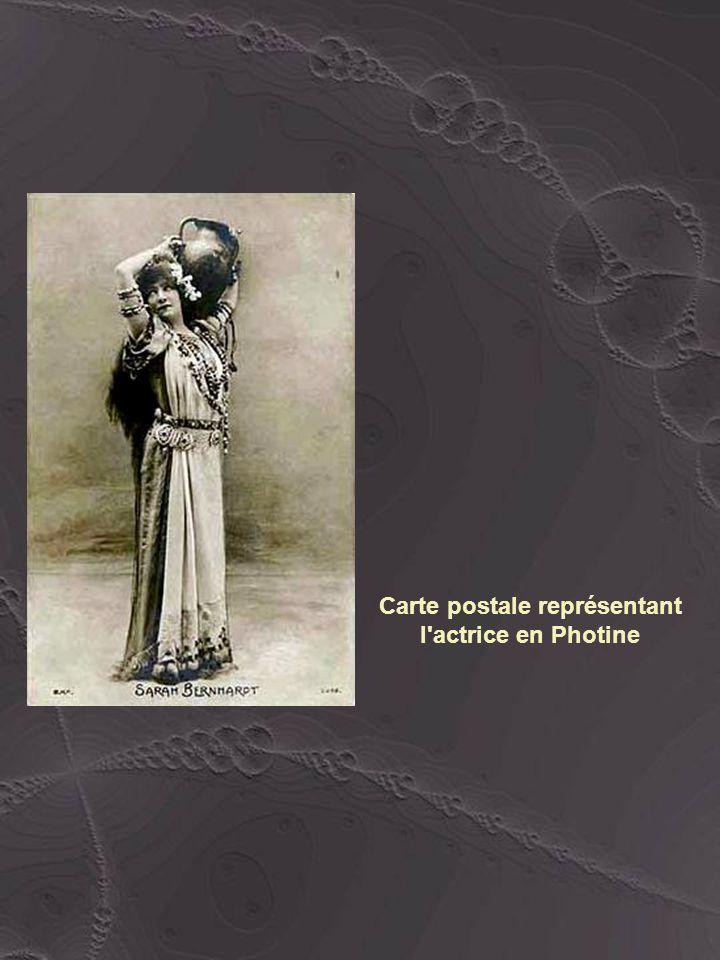 Carte postale représentant l actrice en Photine