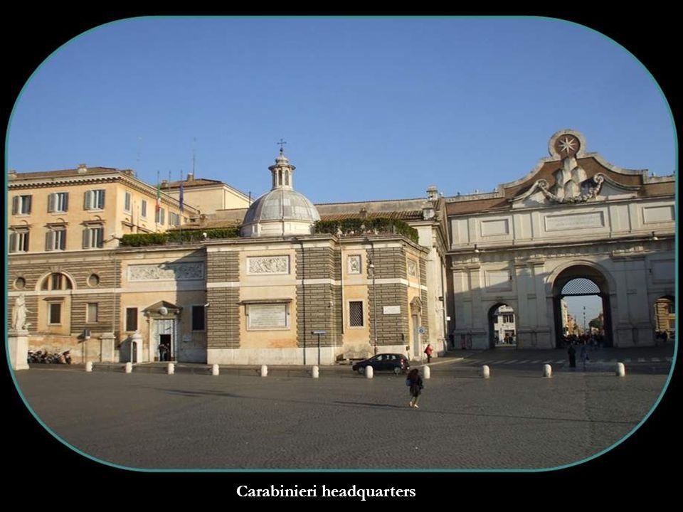 Fontana del Nettuno and in front Fontana dei Leoni