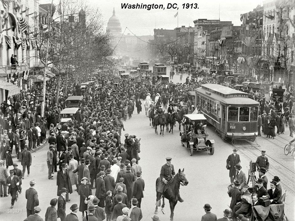 Valnut Street, Cincinnati, Ohio, 1910 (that s Walnut Street )
