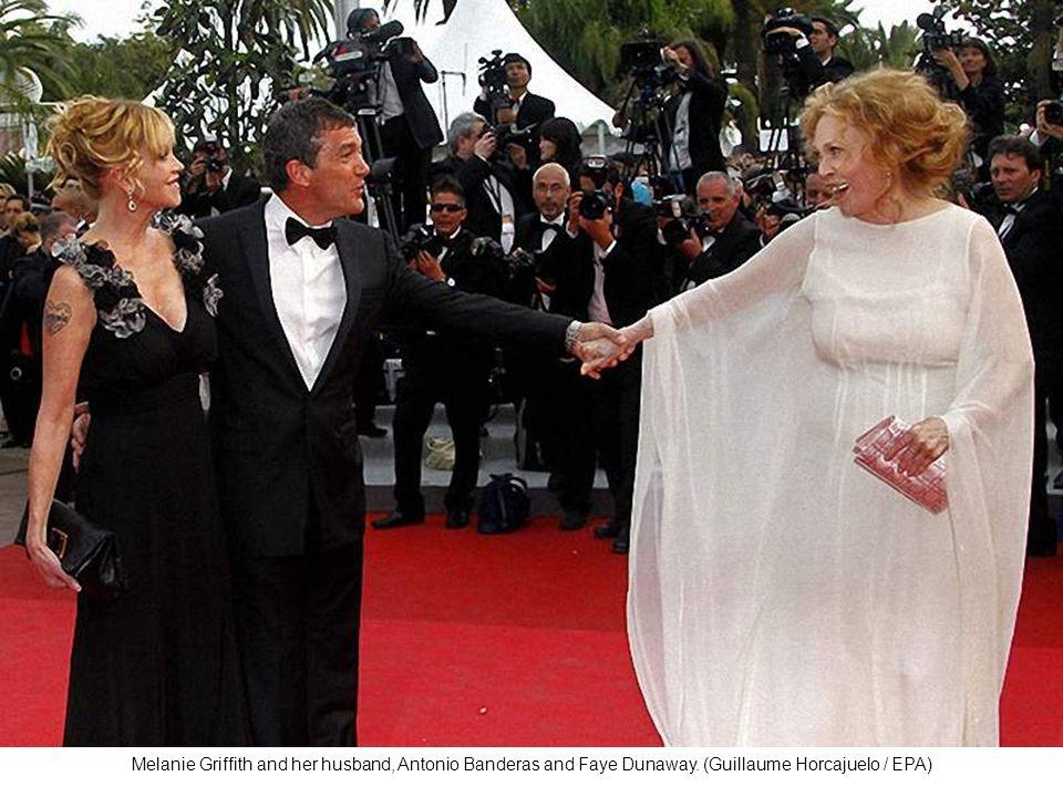 Uma Thurman, like swan, a white dress with feathers.