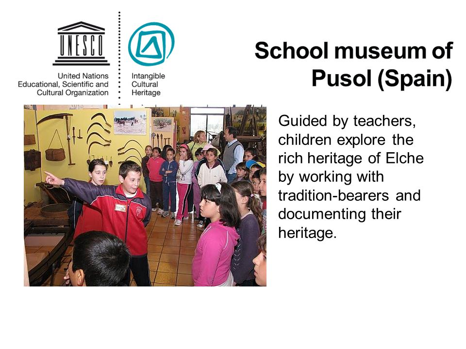 Guided by teachers, children explore the rich heritage of Elche by working with tradition-bearers and documenting their heritage.
