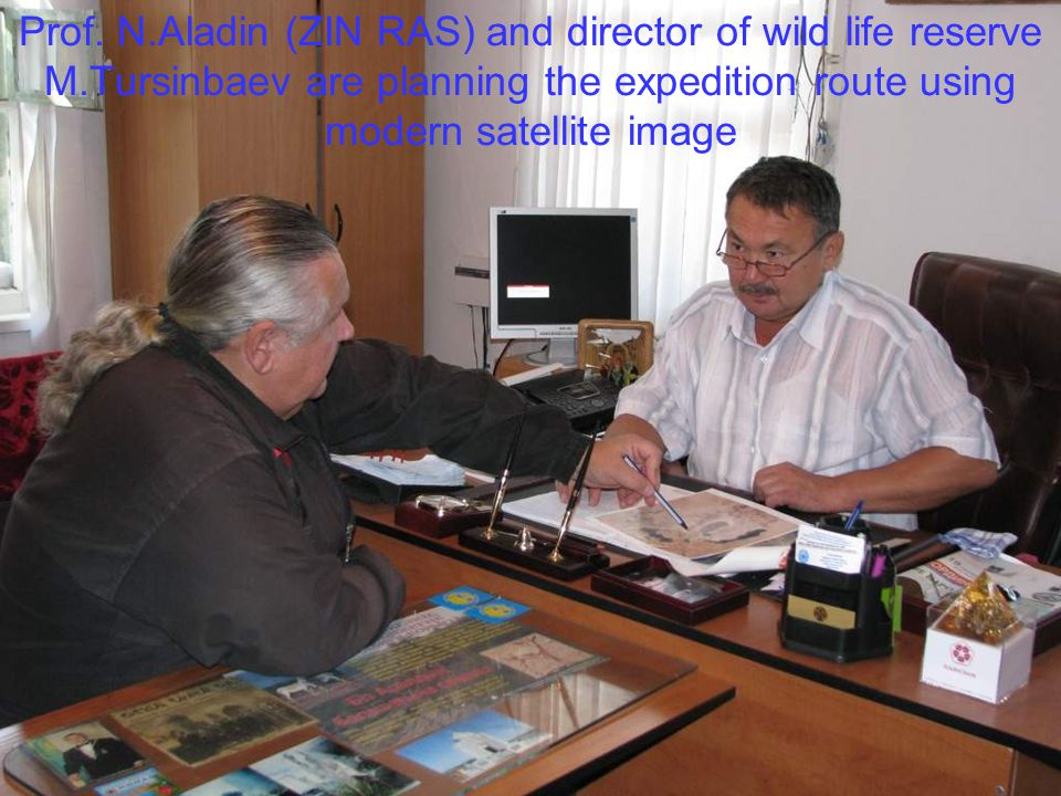 Prof. N.Aladin (ZIN RAS) and director of wild life reserve M.Tursinbaev are planning the expedition route using modern satellite image