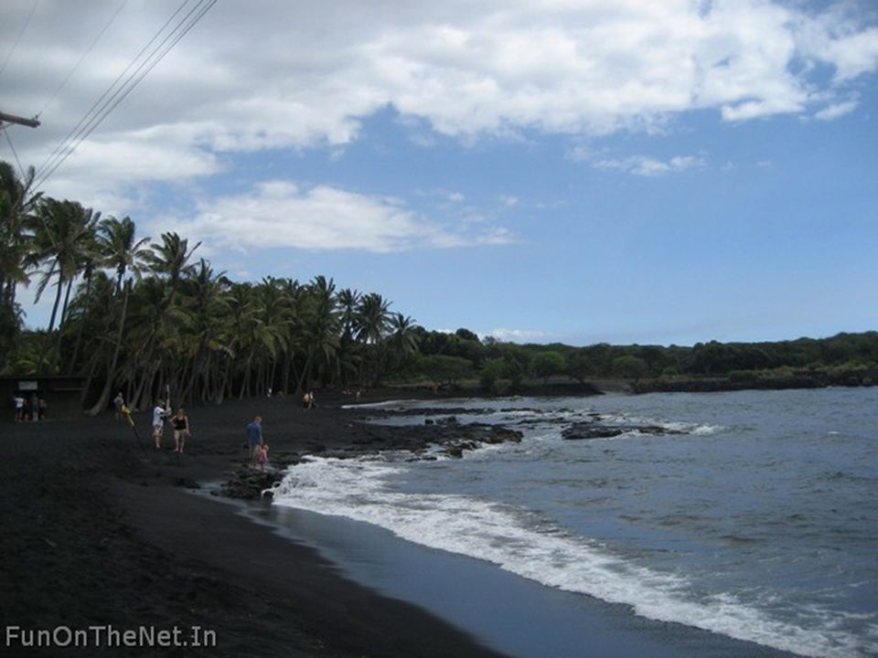 Papakolea Beach One of 2 green sand beaches in the world, the truly magnificent sight of Papakolea Beach can be experienced in Hawaii s Ka u district.