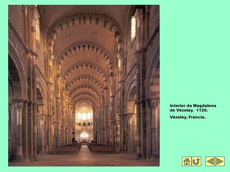 Interior da Magdalena de Vézelay. 1120. Vézelay, Francia.