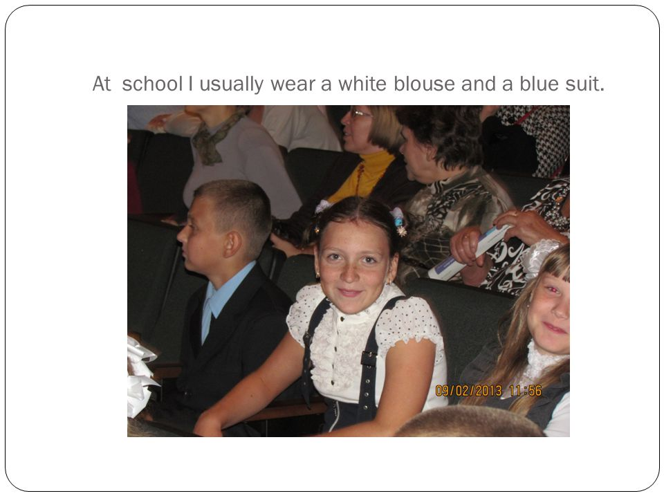 At school I usually wear a white blouse and a blue suit.