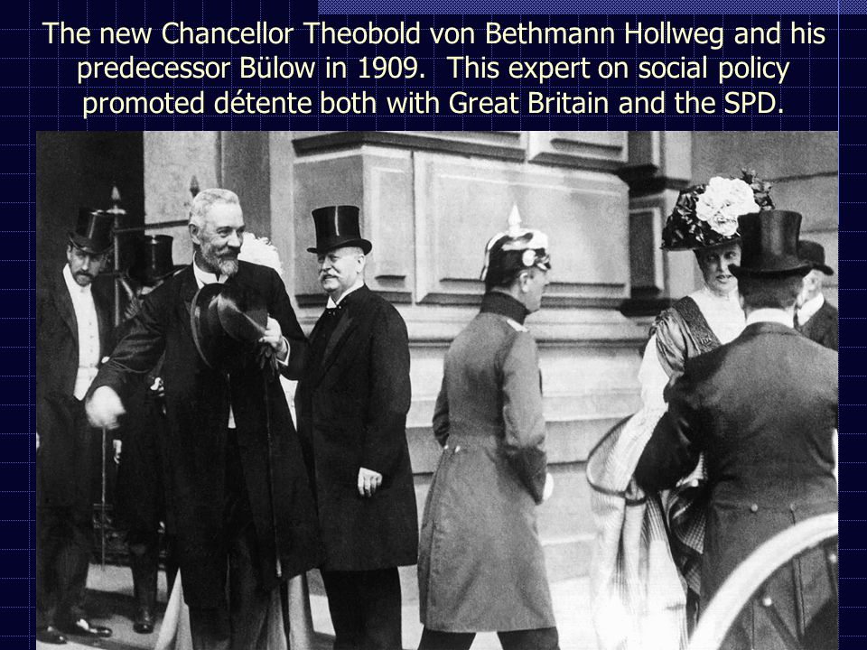 The new Chancellor Theobold von Bethmann Hollweg and his predecessor Bülow in 1909.