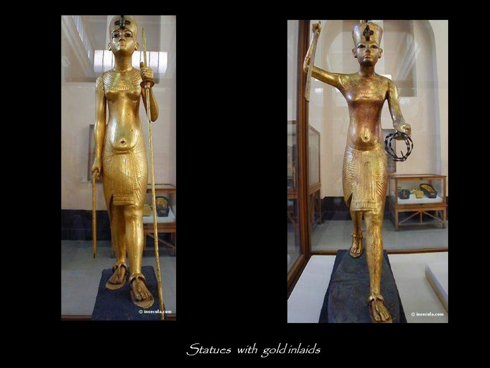 The underground compartment encloses 32 statuettes, including 7 representing the Pharaoh.