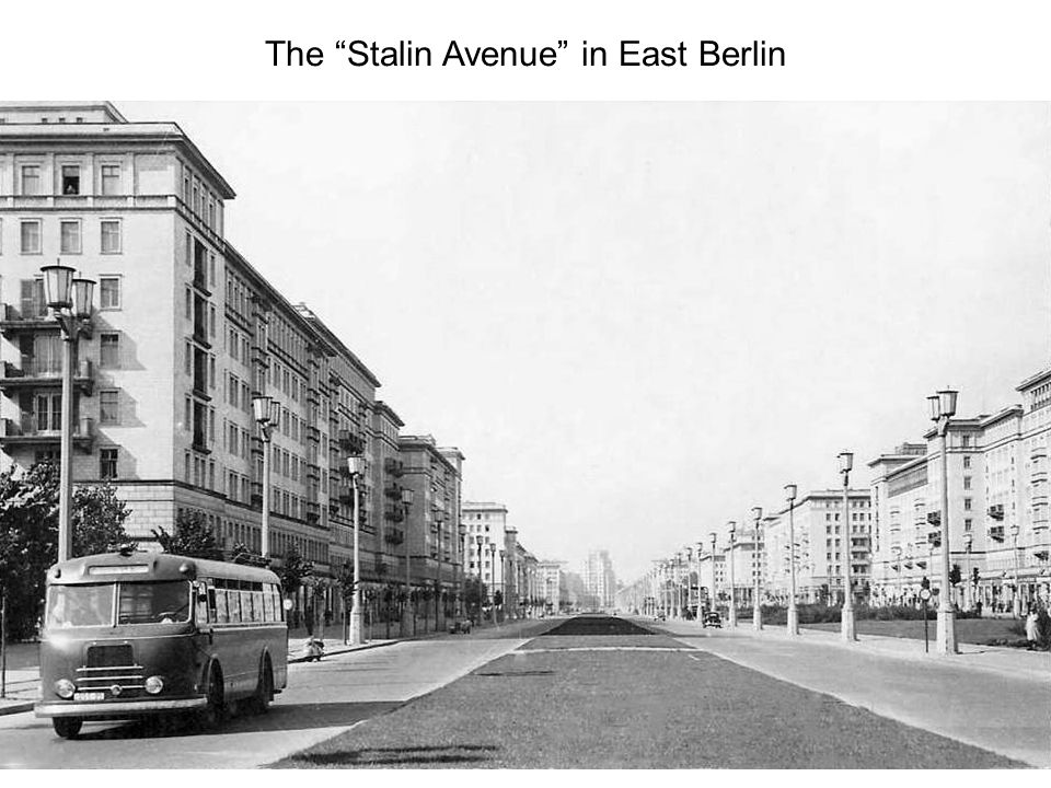 Shoppers along the Stalinallee