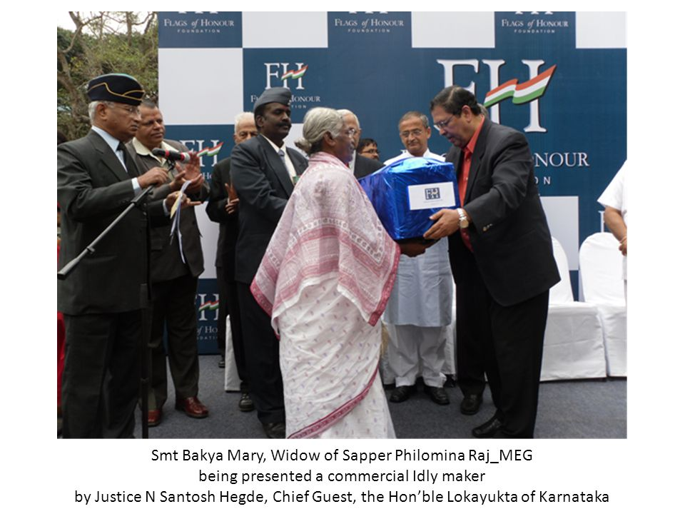 Smt Bakya Mary, Widow of Sapper Philomina Raj_MEG being presented a commercial Idly maker by Justice N Santosh Hegde, Chief Guest, the Hon'ble Lokayukta of Karnataka