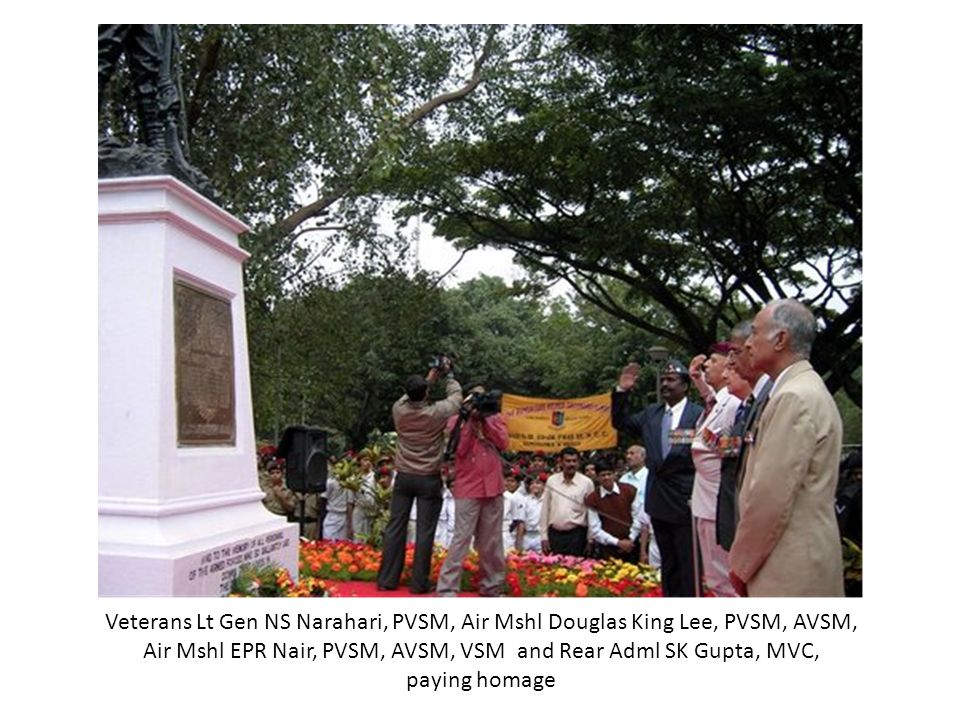 Veterans Lt Gen NS Narahari, PVSM, Air Mshl Douglas King Lee, PVSM, AVSM, Air Mshl EPR Nair, PVSM, AVSM, VSM and Rear Adml SK Gupta, MVC, paying homage