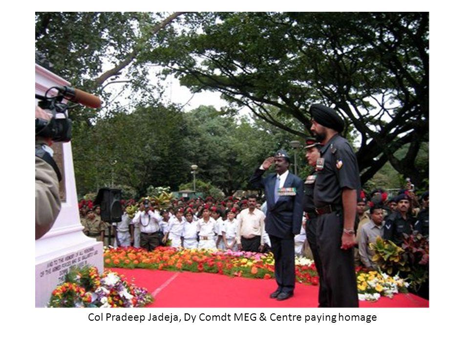 Col Pradeep Jadeja, Dy Comdt MEG & Centre paying homage