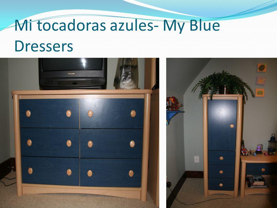 Mi tocadoras azules- My Blue Dressers