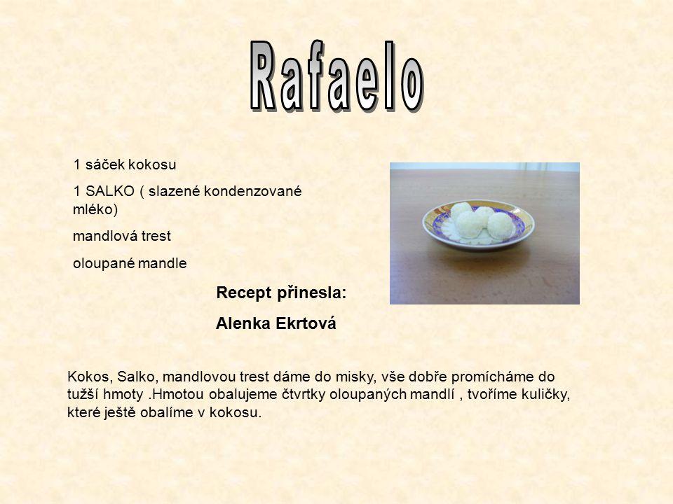1 sáček kokosu 1 SALKO ( slazené kondenzované mléko) mandlová trest oloupané mandle Kokos, Salko, mandlovou trest dáme do misky, vše dobře promícháme do tužší hmoty.Hmotou obalujeme čtvrtky oloupaných mandlí, tvoříme kuličky, které ještě obalíme v kokosu.