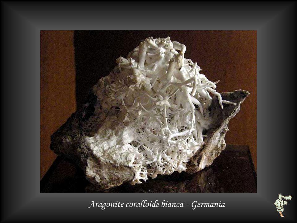 Aragonite e zolfo (cooper) - Sicilia