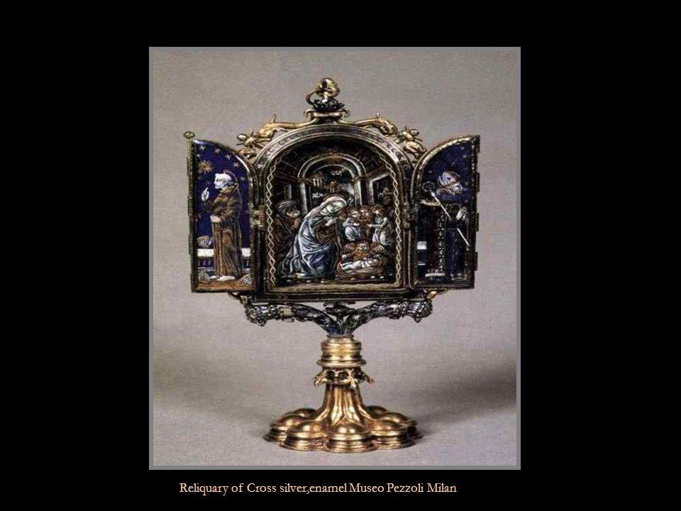 Shaped Snuff box gold,enamel Musee du Louvre Paris