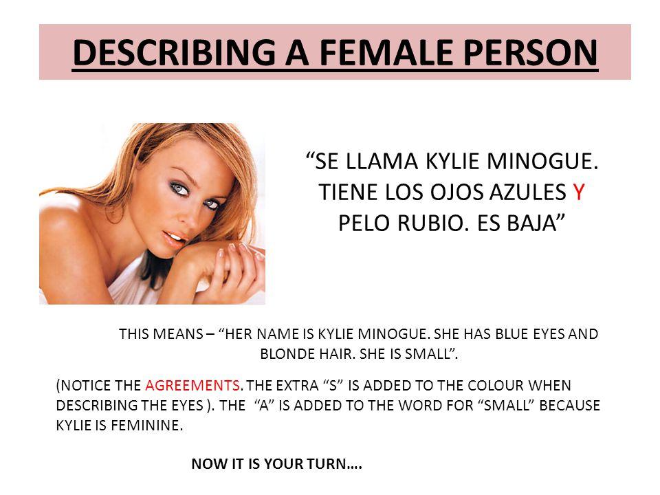 """DESCRIBING A FEMALE PERSON """"SE LLAMA KYLIE MINOGUE. TIENE LOS OJOS AZULES Y PELO RUBIO. ES BAJA"""" THIS MEANS – """"HER NAME IS KYLIE MINOGUE. SHE HAS BLUE"""