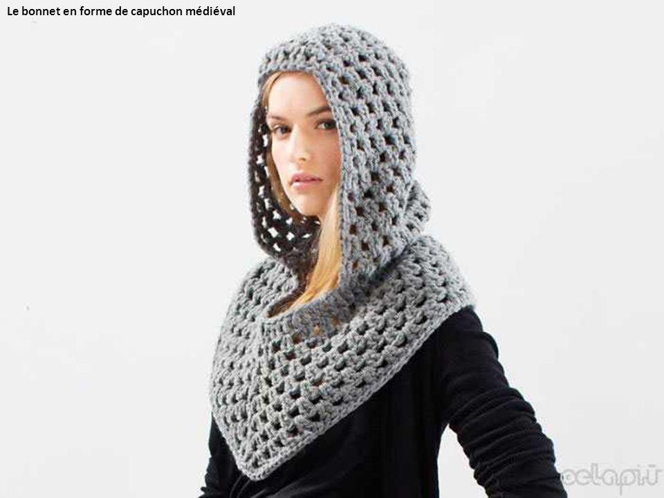Le bonnet en forme de capuchon médiéval