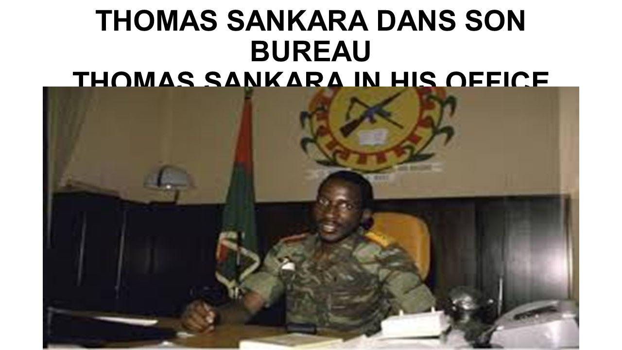 THOMAS SANKARA DANS SON BUREAU THOMAS SANKARA IN HIS OFFICE