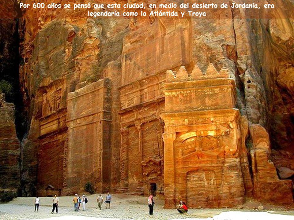 """Música: """"Helwa Ya Baladi"""" (Mi País es Hermoso ) Canta: Dalidá Ciudad de Petra, en Jordania Una de las 7 Nuevas Maravillas del Mundo"""